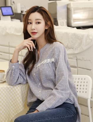 Lace shirt C032621